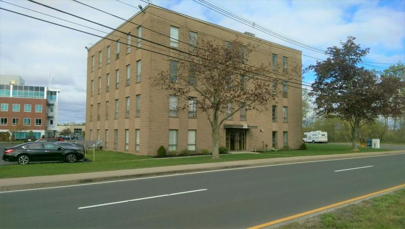 Located Near The Woburn Mall And Convenient To I 95 Rt 128 93 With Easy Access Restaurants Retail S Banks Coffee
